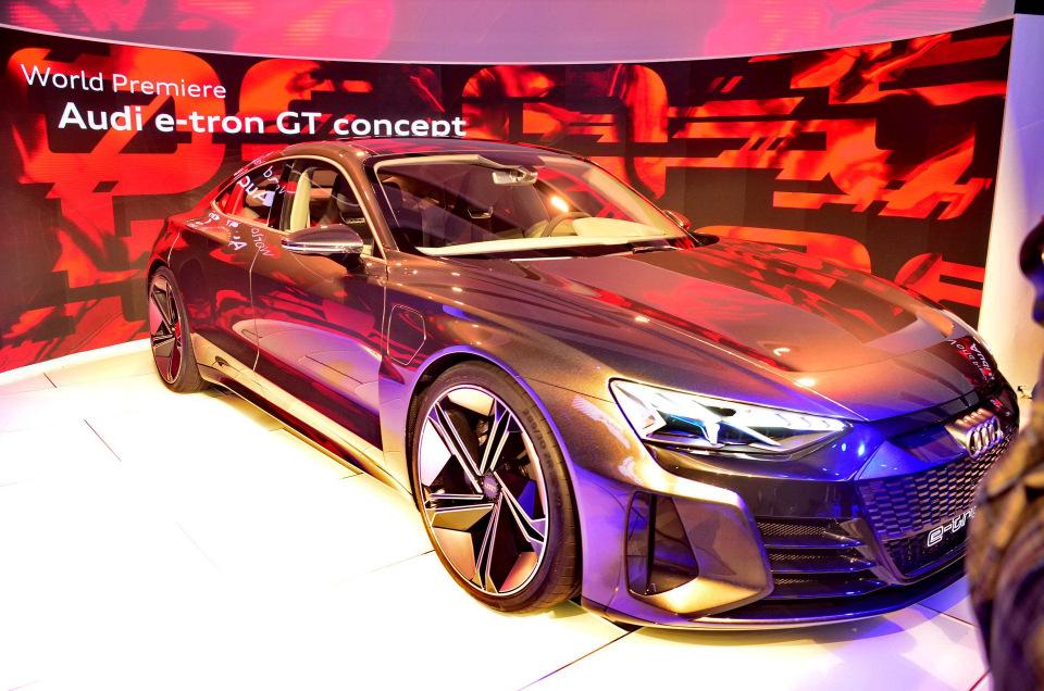 Автосалон в Лос Анджелесе электрифицированный седан Audi e tron GT